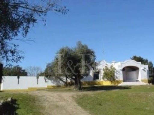 4 BEDROOM FARM HOUSE NEAR ÉVORA'S HISTORIC CENTRE   | 4 Bedrooms + 1 Interior Bedroom