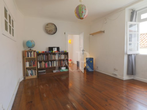 BRIGHT 2 BEDROOM APARTMENT, IDEAL FOR SHORT RENTAL, IN ALFAMA, LISBON | 2 Bedrooms | 1WC