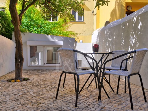 CHARMING 2 BEDROOM APARTMENT WITH A 110 SQM TERRACE IN PRINCIPE REAL, LISBON | 1 Bedroom + 1 Interior Bedroom | 2WC