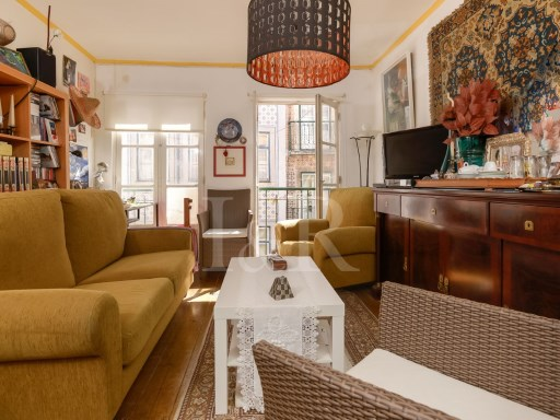 VERY BRIGHT 2 BEDROOM APARTMENT IN BAIRRO ALTO, LISBON | 1 Bedroom + 1 Interior Bedroom | 1WC