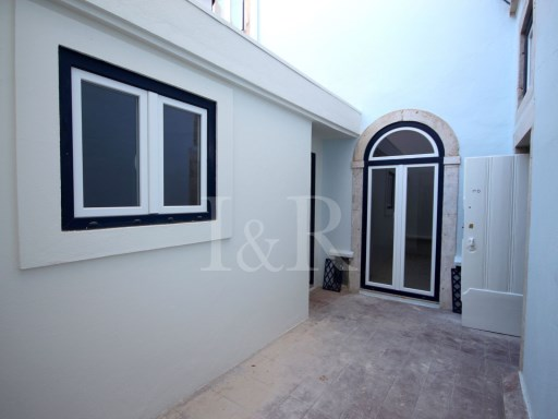 2 BEDROOM APARTMENT TO REHABILITATE WITH A TERRACE IN SÃO VICENTE, LISBON | 2 Bedrooms | 1WC