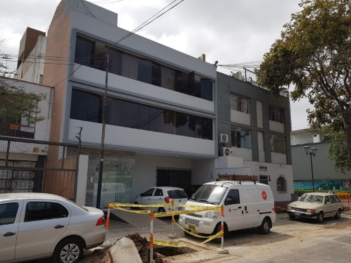 Sale of building in San Isidro great location 4 flats