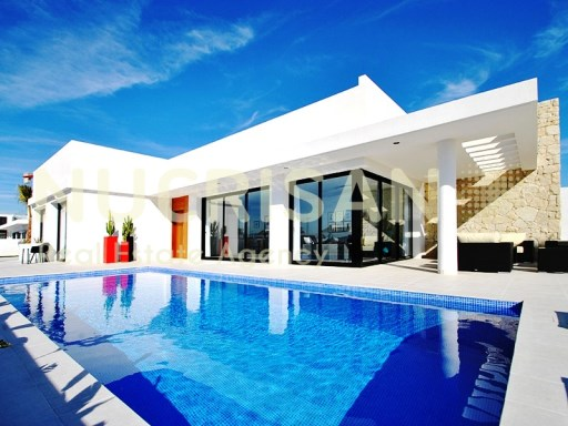 Villa Niobe located in Guardamar with seaview Alicante Costa Blanca | 4 Pièces | 2WC