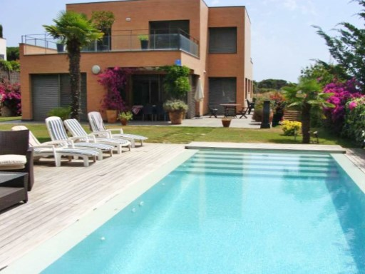 Chalet with a swimming pool and sea views, 35 km from Barcelona | 4 Zimmer | 4WC