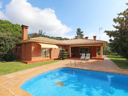 Villa with sea and mountain views in Cabrils, 22 km from Barcelona | 4 Bedrooms | 4WC