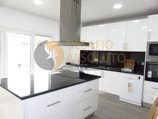 Semi-Detached House › Sesimbra | 4 Bedrooms | 5WC