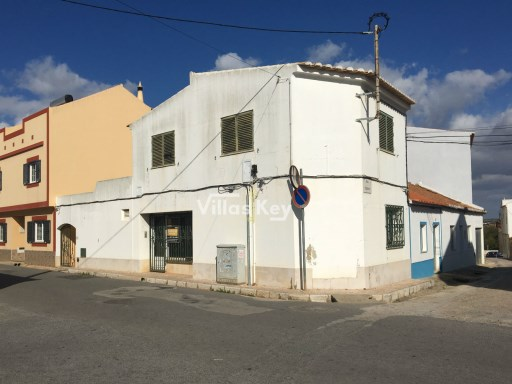 Commercial building for sale in Odiáxere