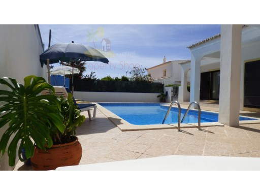 three plus two bedroomed villa in a secluded position in Guia | 3 Bedrooms + 1 Interior Bedroom | 3WC