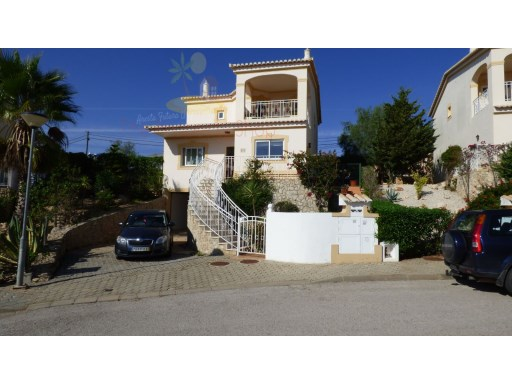 This is a very well constructed villa in the highly regarded Oasis Parque wiyh its beautiful gardens and pool areas, | 3 Bedrooms