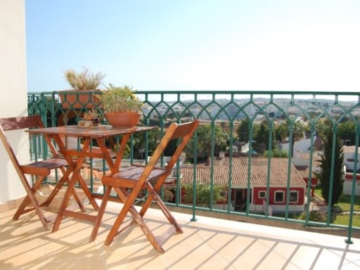Houses and apartments for sale furnished and equipped in Albufeira, Algarve | 2 Bedrooms | 2WC