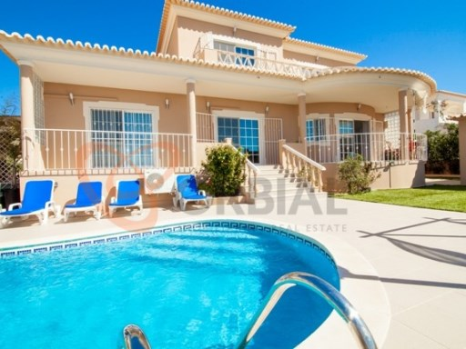 Excellent 4 bedroom villa for sale in Albufeira, Algarve | 4 Bedrooms | 5WC