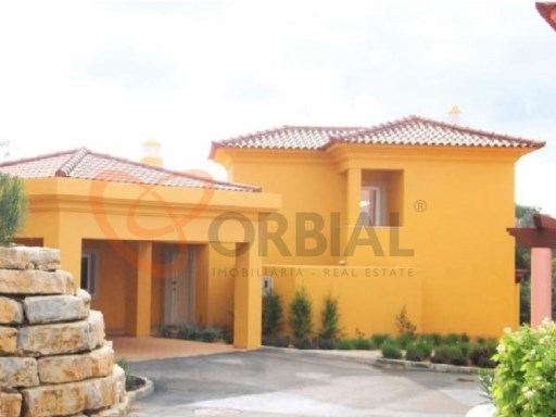 Villa for sale with 4 rooms in Vilamoura | 4 Bedrooms | 3WC