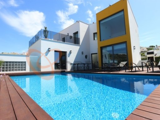 Luxury villa for sale in Albufeira | 4 Bedrooms | 4WC