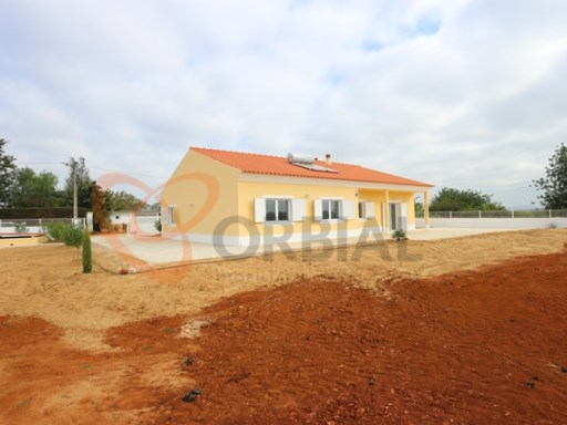 Detached single storey for sale in Alcantarilha with 4 rooms in a very quiet area | 4 Bedrooms