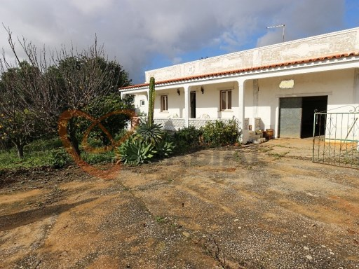 Old House, preceding the year 1951, located in a very quiet area and very close to the beaches | 2 Bedrooms | 2WC