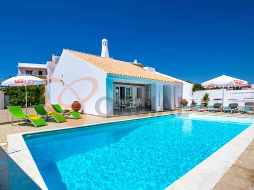 Detached single storey V4 by the beach with pool in Albufeira.  | 4 Bedrooms | 4WC