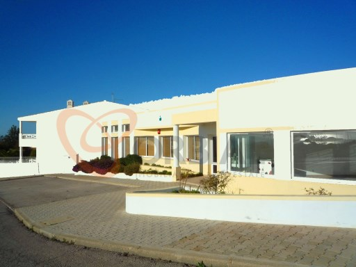 Shop for sale in Albufeira, close to the beach. |