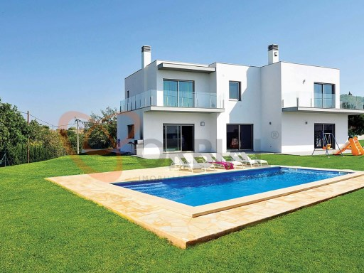 Detached 4 Bedroom Villa For Sale In Albufeira | 4 Bedrooms | 5WC