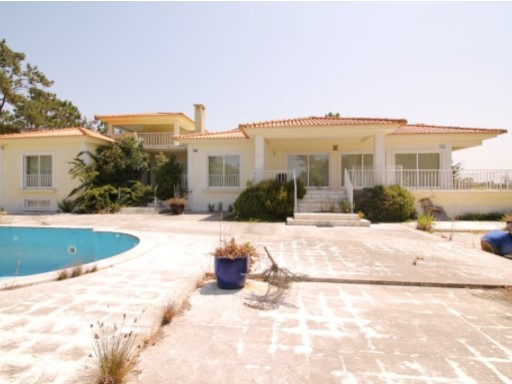 House › Almada | 7 Bedrooms | 1WC