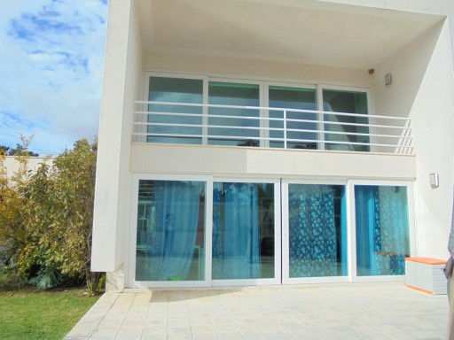 House › Almada | 5 Bedrooms