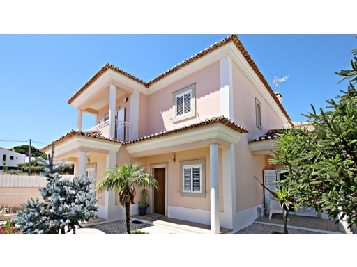 Detached House › Palmela | 5 Bedrooms | 4WC