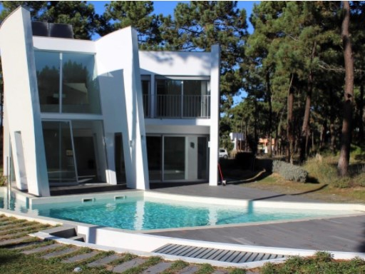 Detached House › Almada | 6 Bedrooms | 5WC