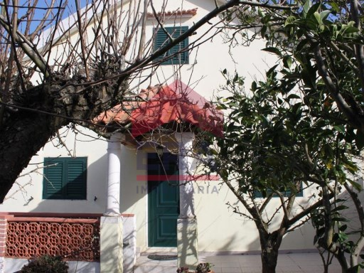House 2 bedrooms +2, Lisboa, Cadaval | 4 Bedrooms | 2WC