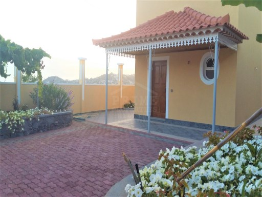 Traditional madeiran house for Sale in Funchal | 3 Bedrooms | 2WC