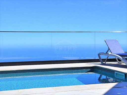 Beautiful five bedroom house in Calheta For Sale!