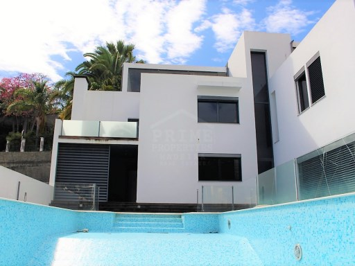 Modern four bedroom house located in São Martinho, close to the centre of Funchal.  | 4 Bedrooms | 3WC