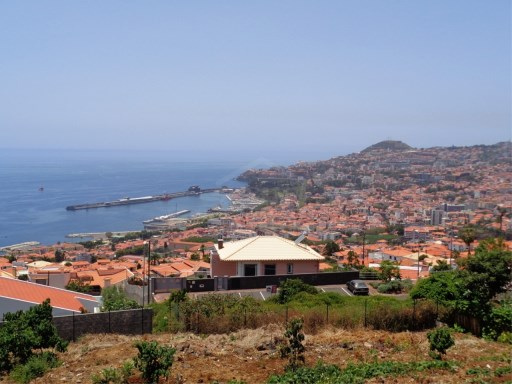 Plot of land for sale in Funchal with bay views!  |
