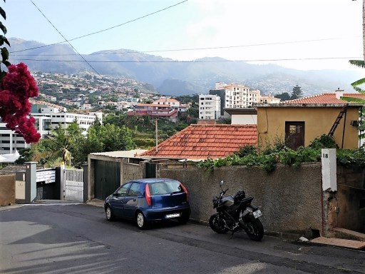 House with land in Funchal to remodel | 0 Bedrooms