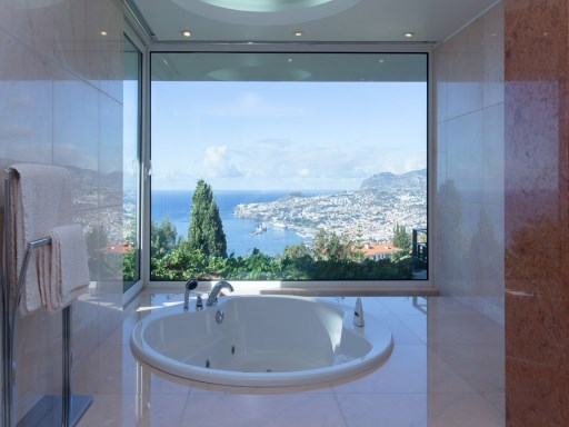 Superb luxury home with views to Funchal | 4 Bedrooms | 7WC