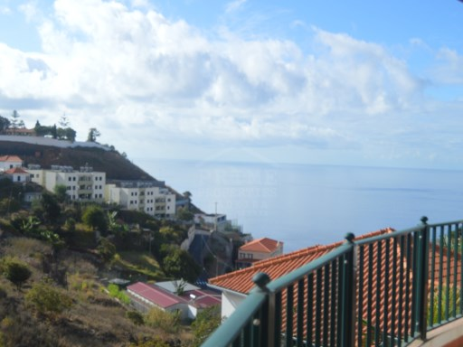 Vende moradia no Funchal  | T3 | 6WC