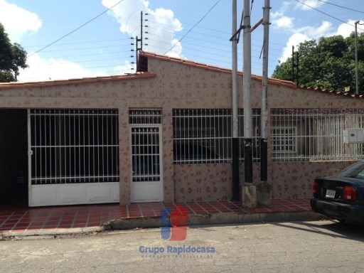 House › Girardot | 6 Bedrooms | 5WC
