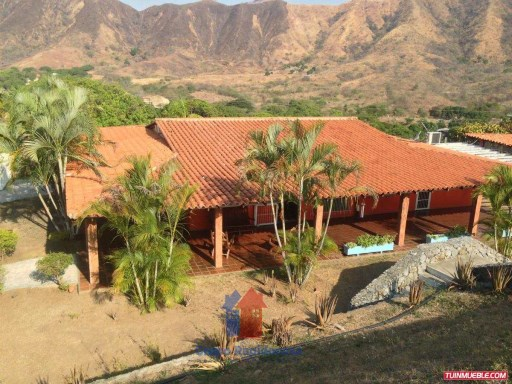 Country Home › Juan Germán Roscio | 4 Bedrooms + 2 Interior Bedrooms