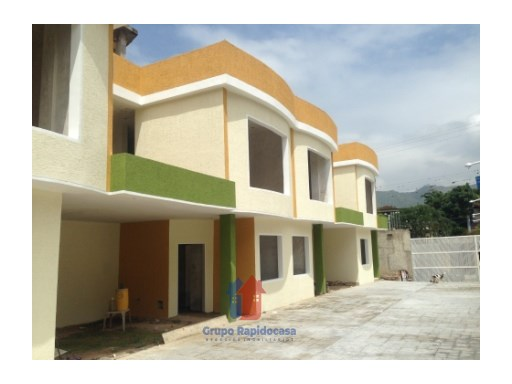 House › Mario Briceño Iragorry | 4 Bedrooms + 1 Interior Bedroom | 4WC
