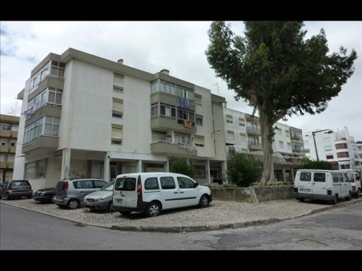 Property of Bank-store in Mem Martins with 65 m 2%5/9