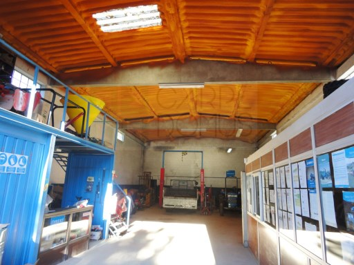 Industrial warehouse with 5,000 m2 of land-Malveira, Mafra |