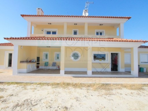Great House, in 906m2 plot in Quinta do Anjo, Palmela | 5 Bedrooms | 3WC