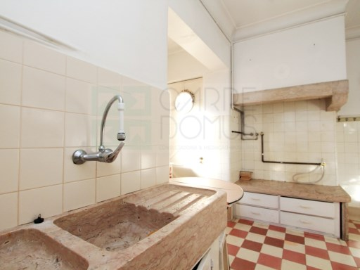 Apartment with balcony, central in Campo de Ourique, Lisbon | 4 Bedrooms | 2WC
