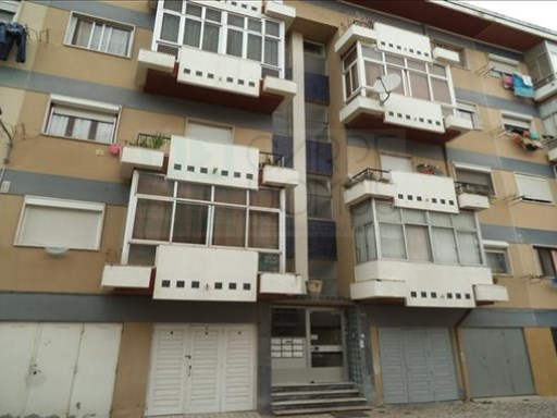 3 bedroom apartment located in the parish of Alhandra. | 3 Bedrooms