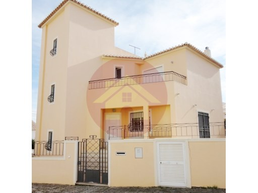 4 bedroom Townhouse-for sale-Portimão, Algarve | 4 Bedrooms | 3WC