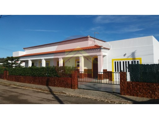 3 bedroom villa-for sale-Mexilhoeira Grande, Algarve | 3 Bedrooms | 2WC