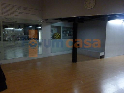 Excellent shop for rent in Baixa do Porto |