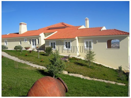 Small farm in Arruda dos Vinhos with 2 houses  | 6 多个卧室