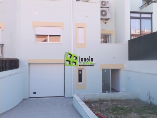 Terraced House › Almada | 4 Bedrooms | 3WC