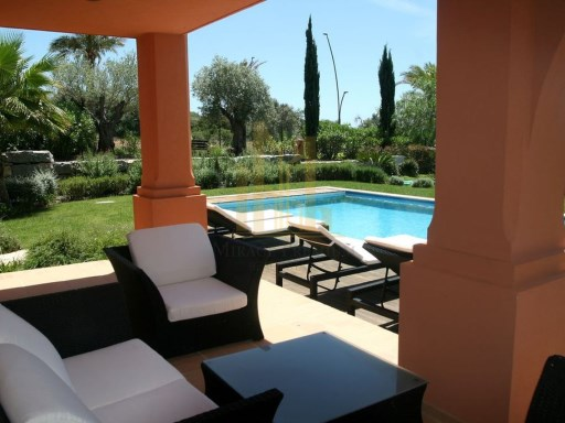 T2 COM PISCINA NO CAMPO DE GOLF EM SILVES, ALGARVE.%10/31