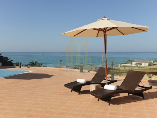 3 bedroom apartment with terrace in Luxury Resort on the beach front. Lagos, Algarve%8/24
