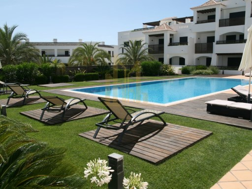 3 bedroom apartment with terrace in Luxury Resort on the beach front. Lagos, Algarve%9/24